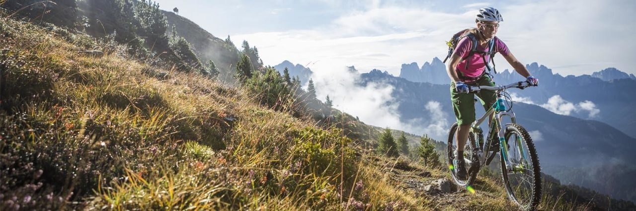 Mountainbike Fahrer in den Bergen