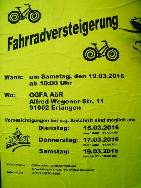 Schild mit Text Fahrradversteigerung