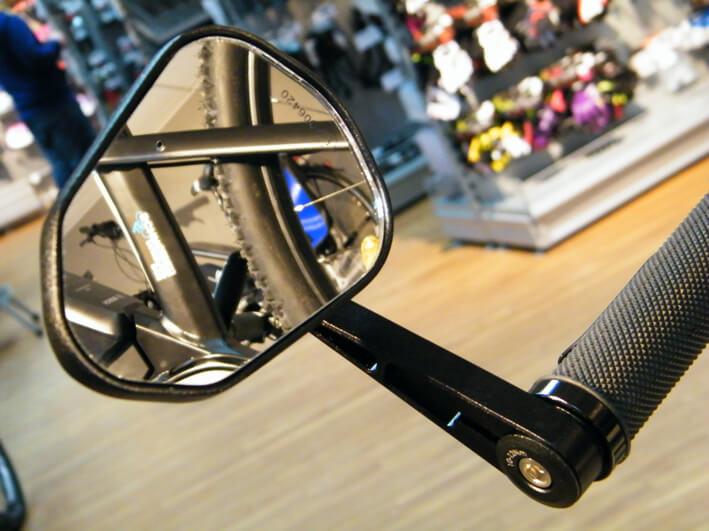 Schwarzer S-Pedelec Fahrrad Spiegel