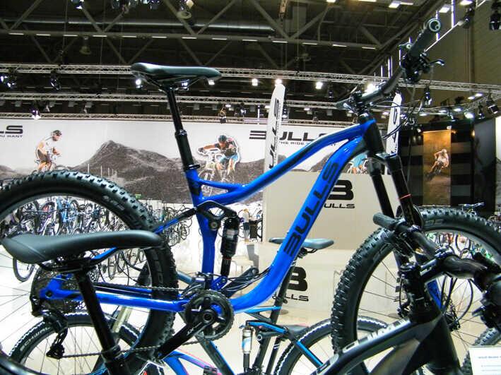 Bulls Fully in Blau auf der ZEG Bike Show auf der Köln Messe