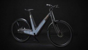 Schwarzes Fahrrad mit solarzellen